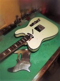 Recubrimiento de papel plata en golpeador Fender Telecaster Custom 62