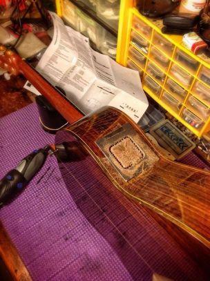 Varias perforaciones ayudarán a sacar la tapa de madera para el hueco del orificio
