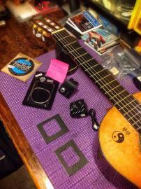 Preparación de plantillas y previo Fishamn dispuesto a ser instalado a guitarra clásica Camps M6