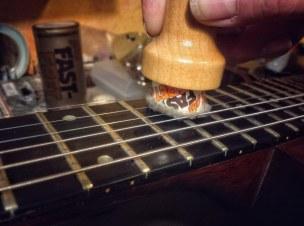 El Fast-fret ayuda a proteger los trastes de la guitarra