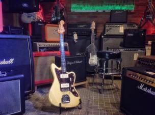 Fender Jazzmaster Reissue 62 restaurada