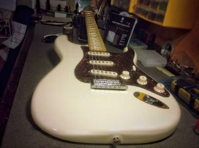 Golpeador de piel para Fender Stratocaster American Series