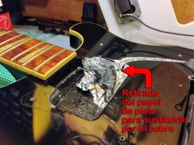 Retirando el papel plata de la cavidad de pastilla